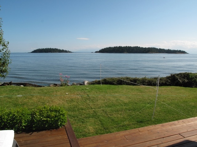 Main Photo: 6571 SUNSHINE COAST Highway in Sechelt: Sechelt District House for sale (Sunshine Coast)  : MLS®# R2143323