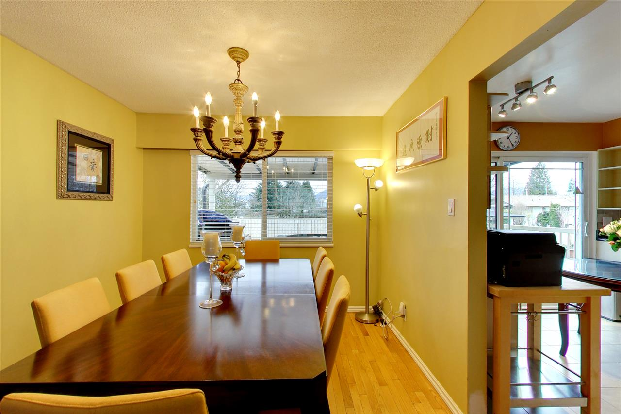 Photo 3: 5015 WOODSWORTH Street in Burnaby: Greentree Village House for sale (Burnaby South)  : MLS® # R2152282