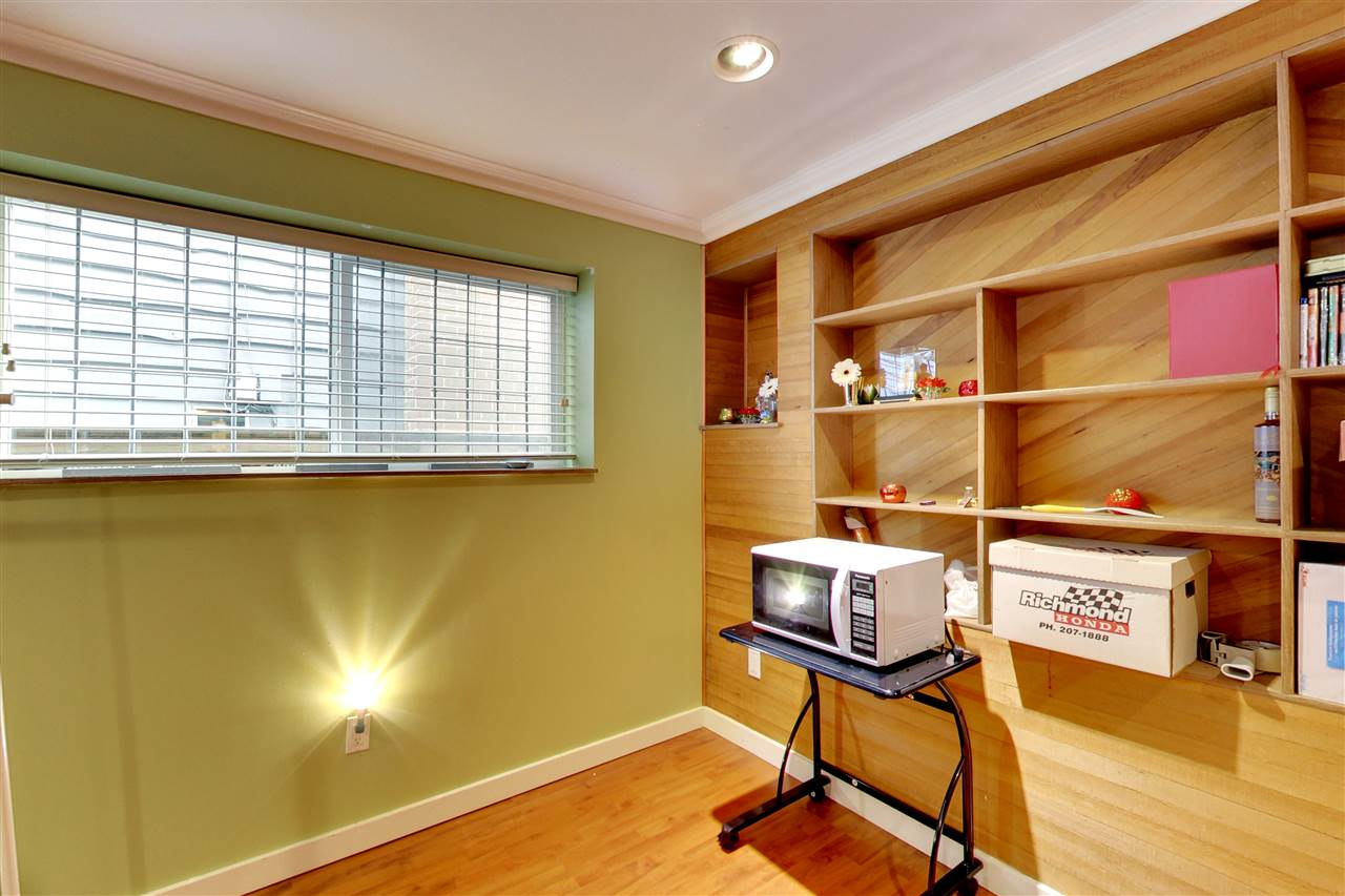 Photo 12: 5015 WOODSWORTH Street in Burnaby: Greentree Village House for sale (Burnaby South)  : MLS® # R2152282