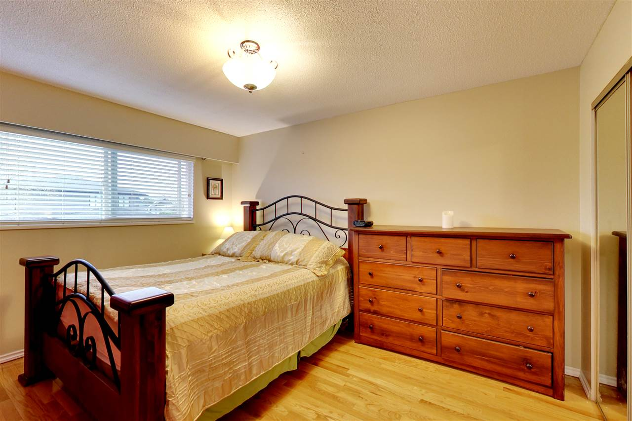 Photo 8: 5015 WOODSWORTH Street in Burnaby: Greentree Village House for sale (Burnaby South)  : MLS® # R2152282