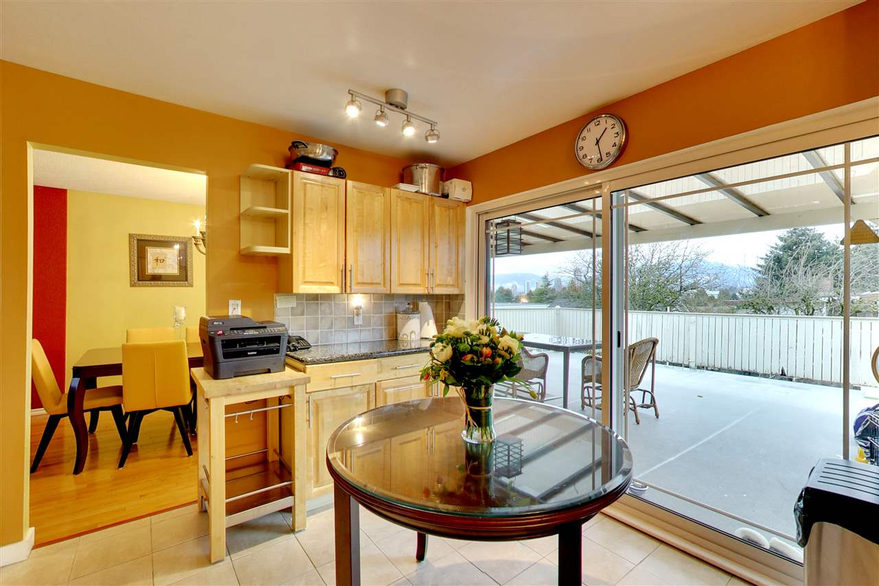 Photo 5: 5015 WOODSWORTH Street in Burnaby: Greentree Village House for sale (Burnaby South)  : MLS® # R2152282