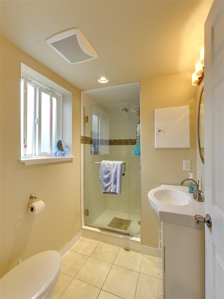 Photo 13: 5015 WOODSWORTH Street in Burnaby: Greentree Village House for sale (Burnaby South)  : MLS® # R2152282