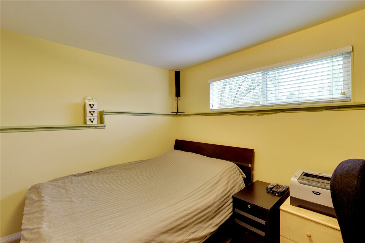 Photo 15: 5015 WOODSWORTH Street in Burnaby: Greentree Village House for sale (Burnaby South)  : MLS® # R2152282
