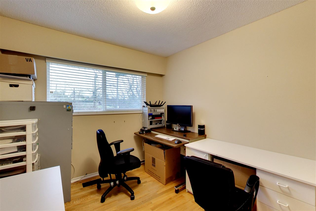 Photo 11: 5015 WOODSWORTH Street in Burnaby: Greentree Village House for sale (Burnaby South)  : MLS® # R2152282