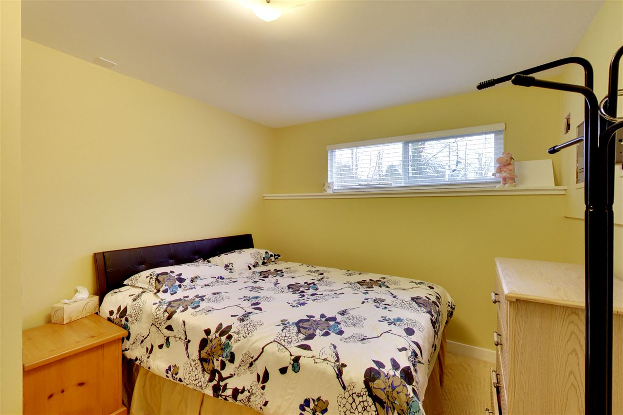 Photo 14: 5015 WOODSWORTH Street in Burnaby: Greentree Village House for sale (Burnaby South)  : MLS® # R2152282