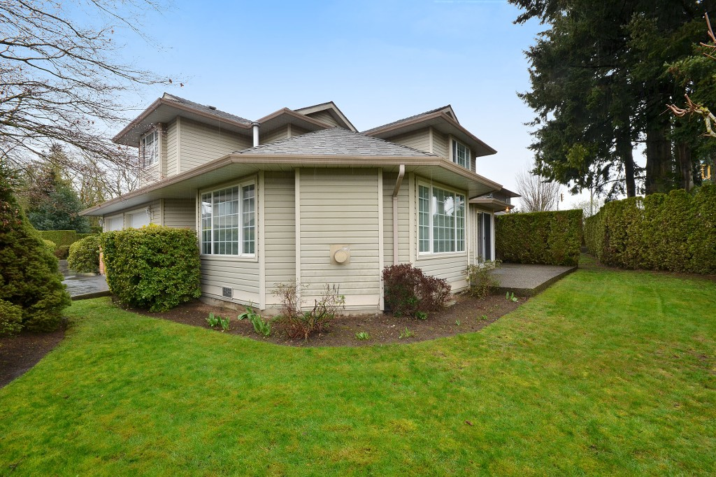 "Photo 19: 104 2513 W BOURQUIN Crescent in Abbotsford: Central Abbotsford Townhouse for sale in ""EDGEWATER PROPERTIES"" : MLS(r) # R2152841"
