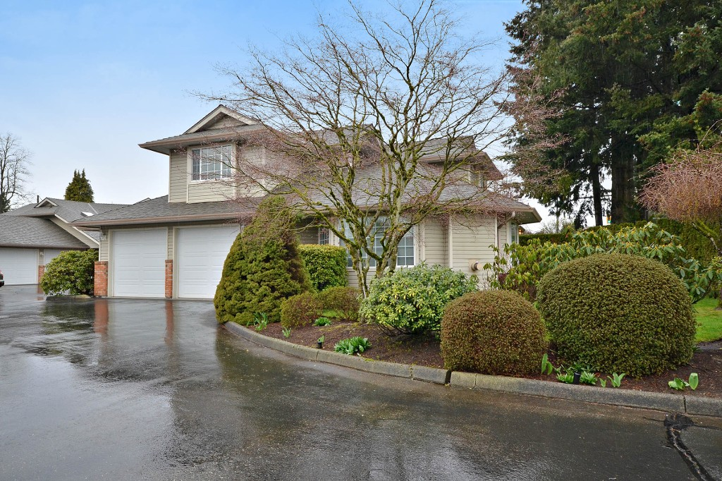 "Photo 20: 104 2513 W BOURQUIN Crescent in Abbotsford: Central Abbotsford Townhouse for sale in ""EDGEWATER PROPERTIES"" : MLS(r) # R2152841"