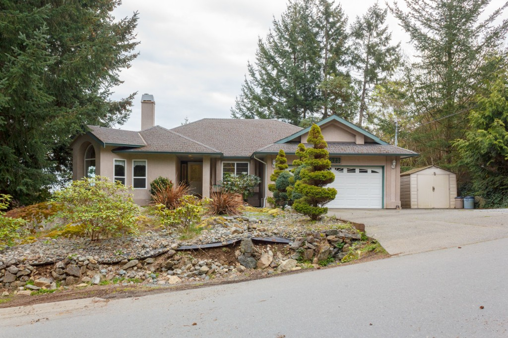 Main Photo: 923 Whisperwind Place in VICTORIA: La Florence Lake Single Family Detached for sale (Langford)  : MLS®# 376786