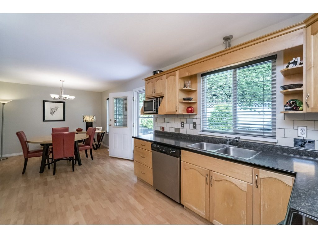 Photo 8: 33731 ERSKINE Avenue in Mission: Mission BC House 1/2 Duplex for sale : MLS® # R2166337