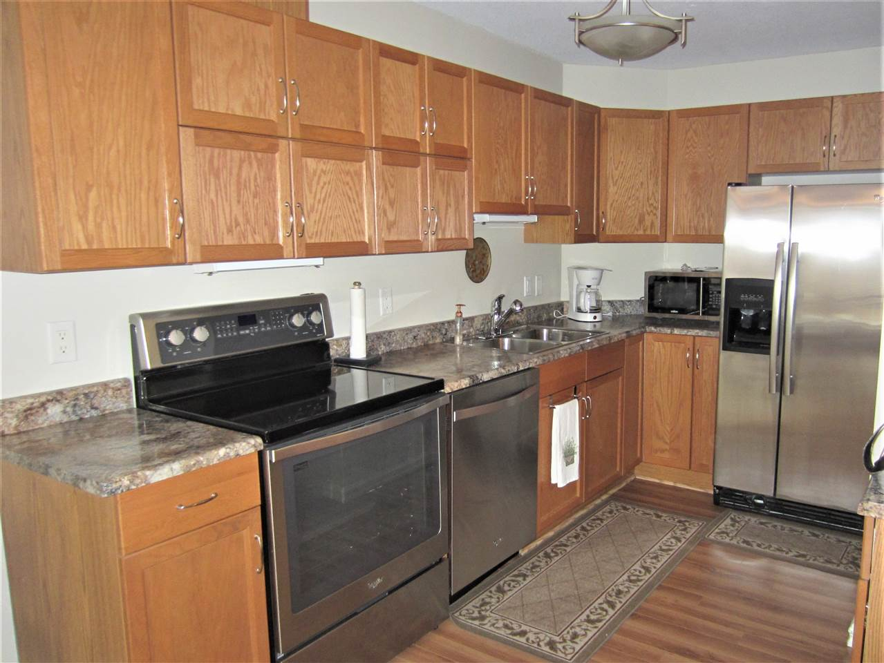 S/S appliances, lots of cabinet space