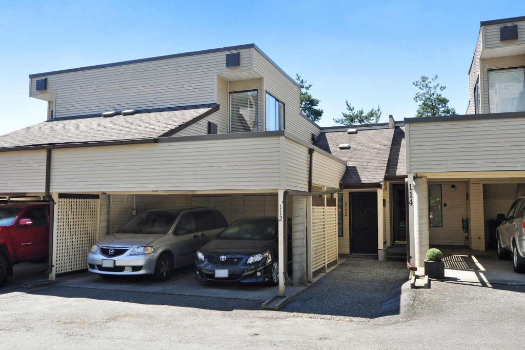 "Main Photo: 112 1210 FALCON Drive in Coquitlam: Upper Eagle Ridge Townhouse for sale in ""FERNLEAF PLACE"" : MLS®# R2186776"
