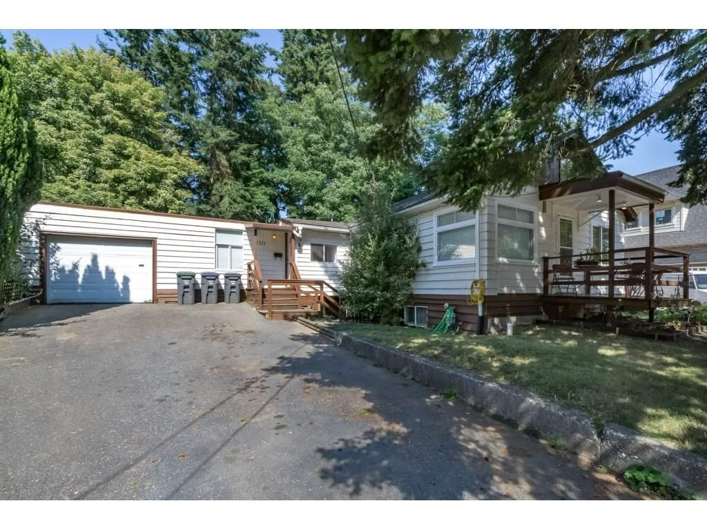 Main Photo: 2321 154 Street in Surrey: King George Corridor House for sale (South Surrey White Rock)  : MLS® # R2188586
