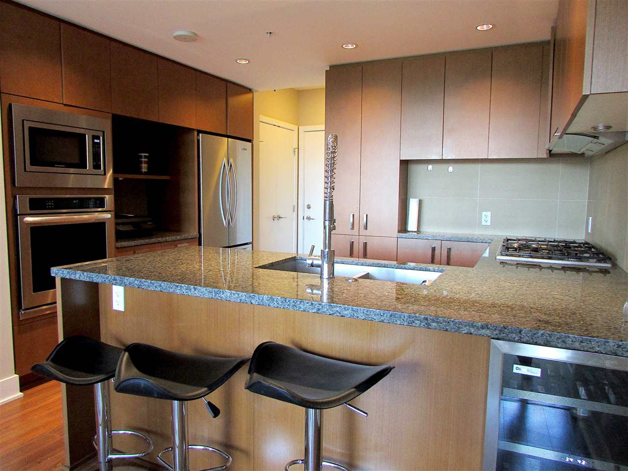 "Photo 3: 1506 3008 GLEN Drive in Coquitlam: North Coquitlam Condo for sale in ""M2"" : MLS® # R2193359"