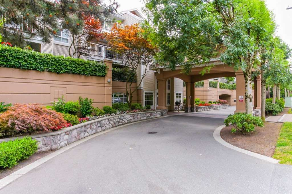 "Main Photo: 323 19750 64 Avenue in Langley: Willoughby Heights Condo for sale in ""Davenport"" : MLS® # R2208129"