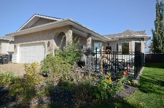 Main Photo: 21 HIGHLAND Crescent: Sherwood Park House for sale : MLS® # E4083979