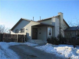 Main Photo: 220 DEERVIEW Court SE in CALGARY: Deer Ridge Attached Home for sale (Calgary)  : MLS(r) # C3598033