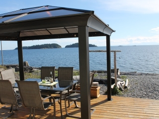 "Main Photo: 6897 SUNSHINE COAST Highway in Sechelt: Sechelt District House for sale in ""GOLDEN MILE"" (Sunshine Coast)  : MLS(r) # V1088634"