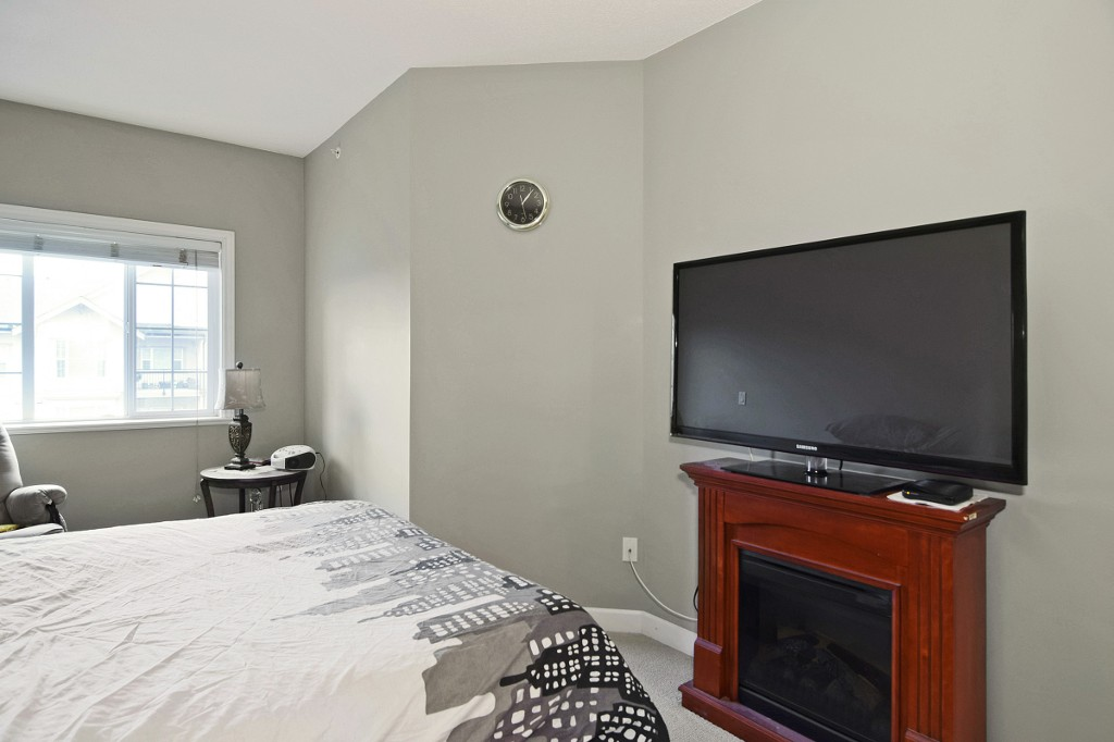 "Photo 9: 408 20281 53A Avenue in Langley: Langley City Condo for sale in ""CHILTON LAYNE"" : MLS® # R2033367"