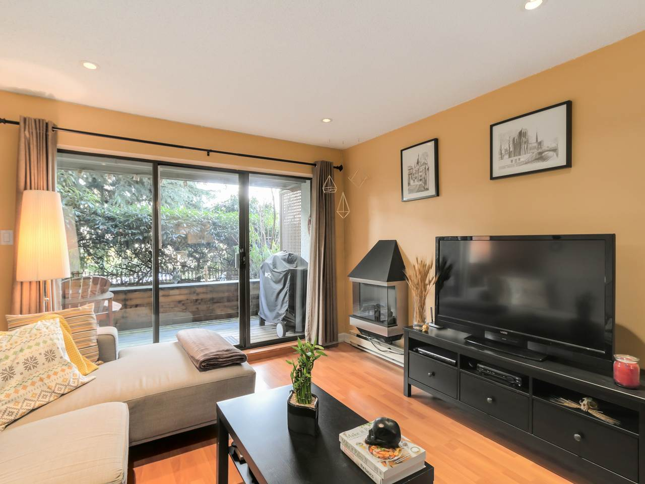 "Main Photo: 101 2120 W 2ND Avenue in Vancouver: Kitsilano Condo for sale in ""Arbutus Place"" (Vancouver West)  : MLS(r) # R2035037"