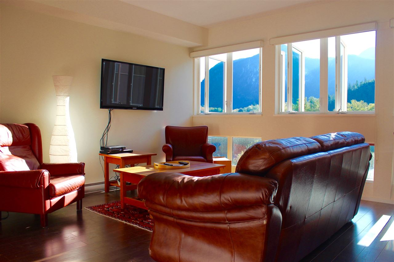 "Photo 5: 308 37841 CLEVELAND Avenue in Squamish: Downtown SQ Condo for sale in ""STUDIO SQ"" : MLS(r) # R2112293"