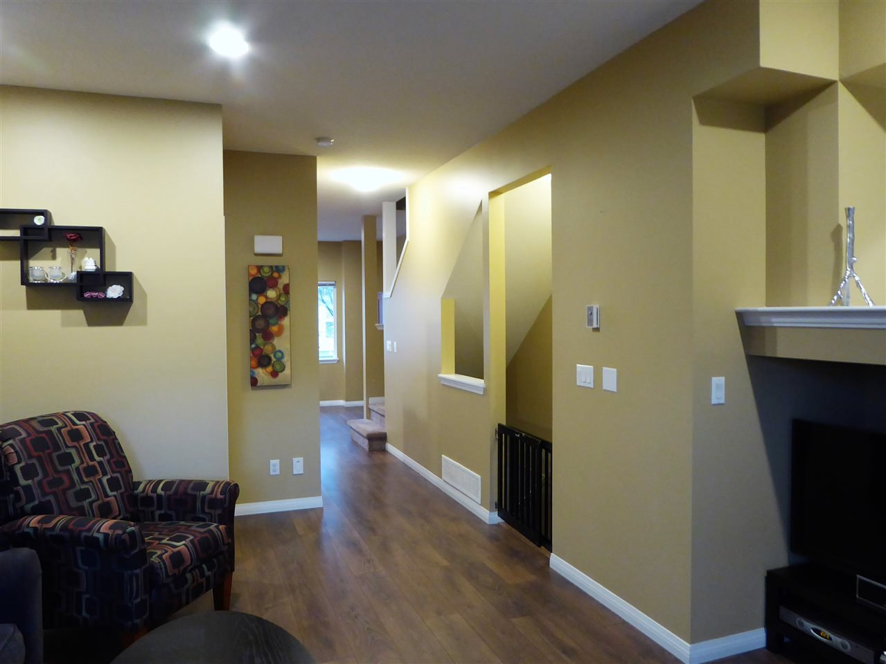 "Photo 6: 93 1055 RIVERWOOD Gate in Port Coquitlam: Riverwood Townhouse for sale in ""MOUNTAIN VIEW ESTATES"" : MLS® # R2117234"