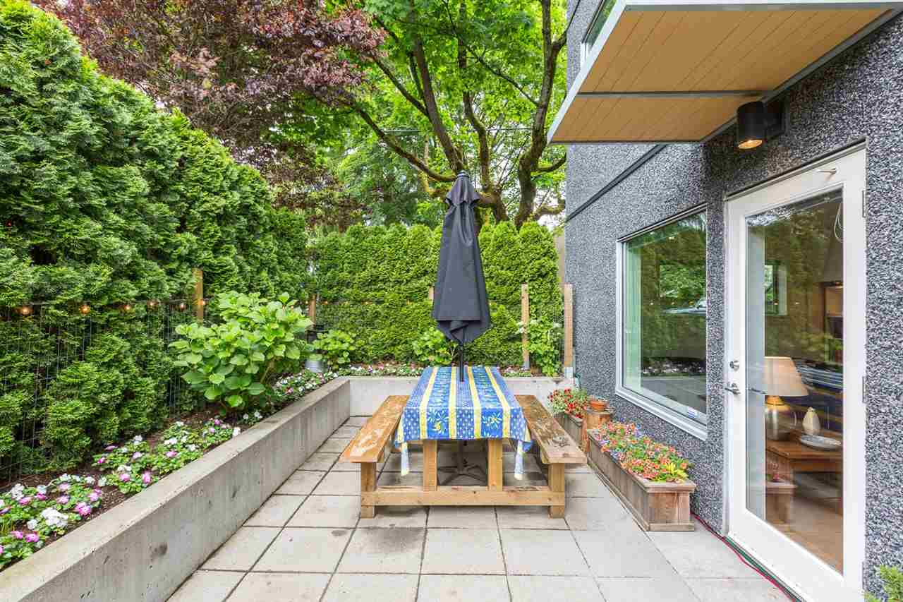 "Photo 15: 105 E 15TH Avenue in Vancouver: Mount Pleasant VE Townhouse for sale in ""QUEBEC CORNER"" (Vancouver East)  : MLS® # R2173751"