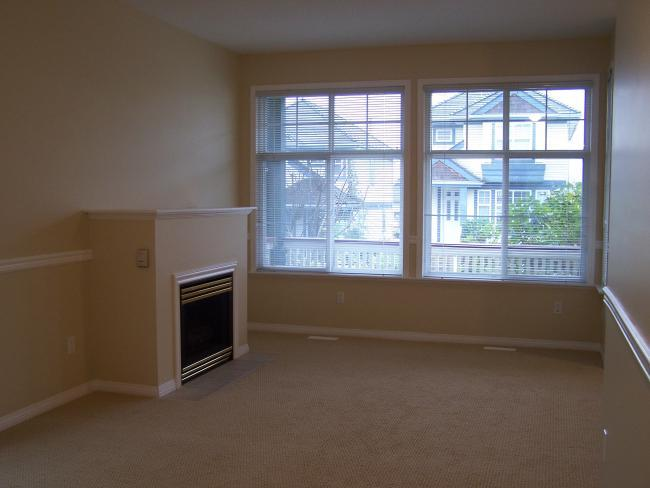 Photo 2: 14871 57B AV in Surrey: Home for sale : MLS(r) # F2623525
