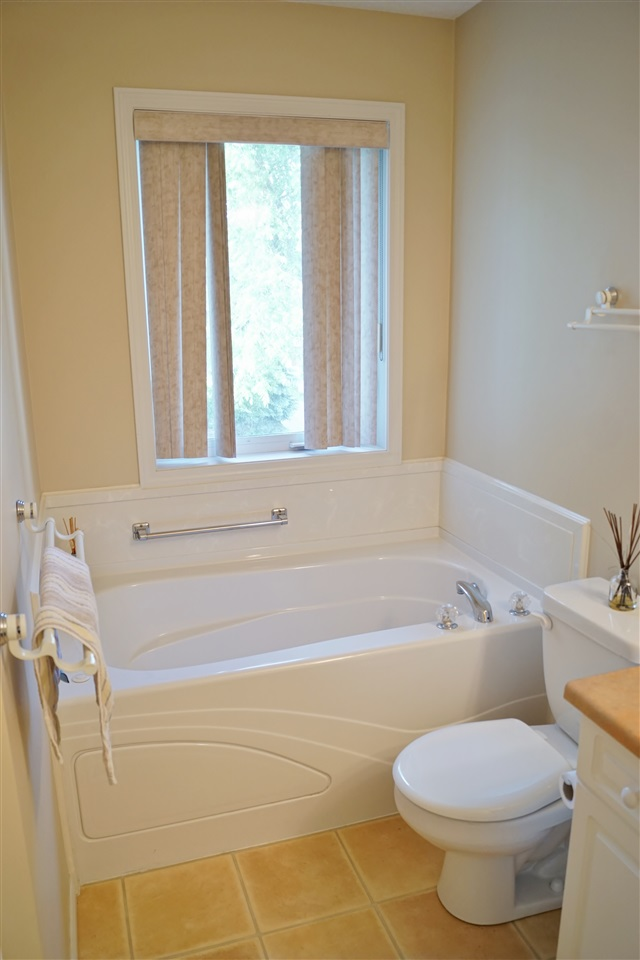 22) Jetted soaker tub in en-suite