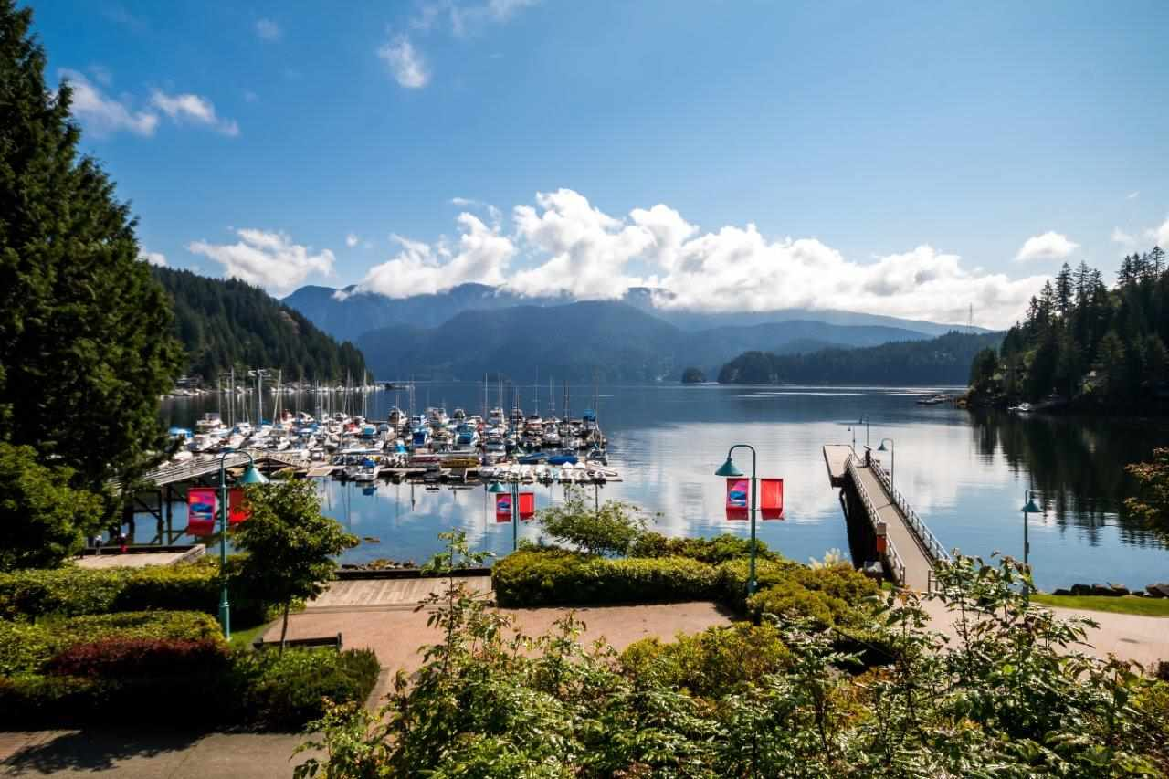 "Main Photo: 5 2151 BANBURY Road in North Vancouver: Deep Cove Townhouse for sale in ""Mariner's Cove"" : MLS® # R2203963"