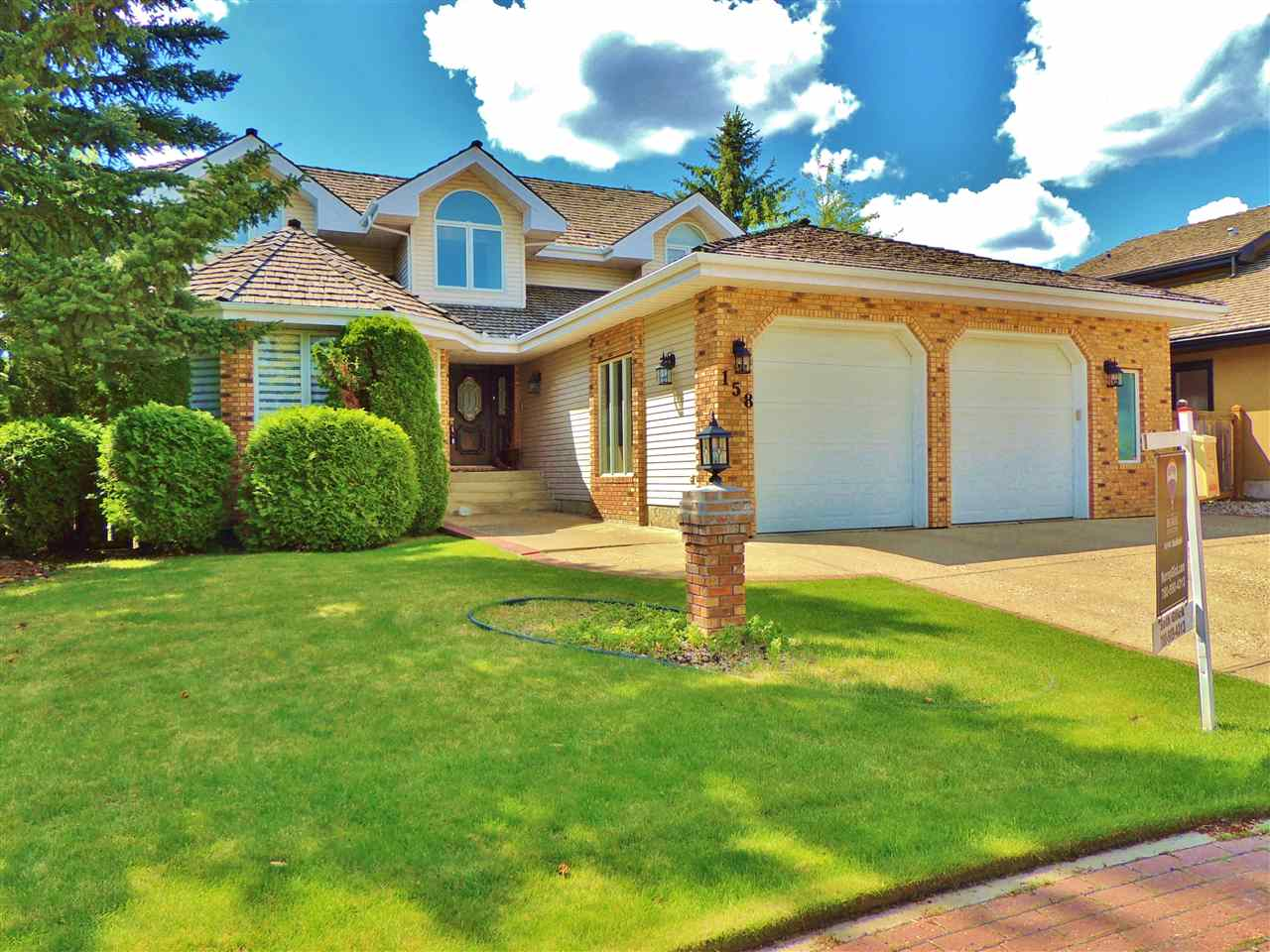 Main Photo: 158 WOLF RIDGE Place in Edmonton: Zone 22 House for sale : MLS® # E4082543