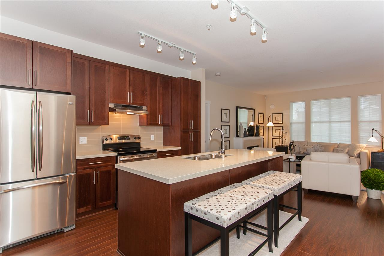 "Photo 4: Photos: 15 9525 204 Street in Langley: Walnut Grove Townhouse for sale in ""The Time"" : MLS® # R2217984"