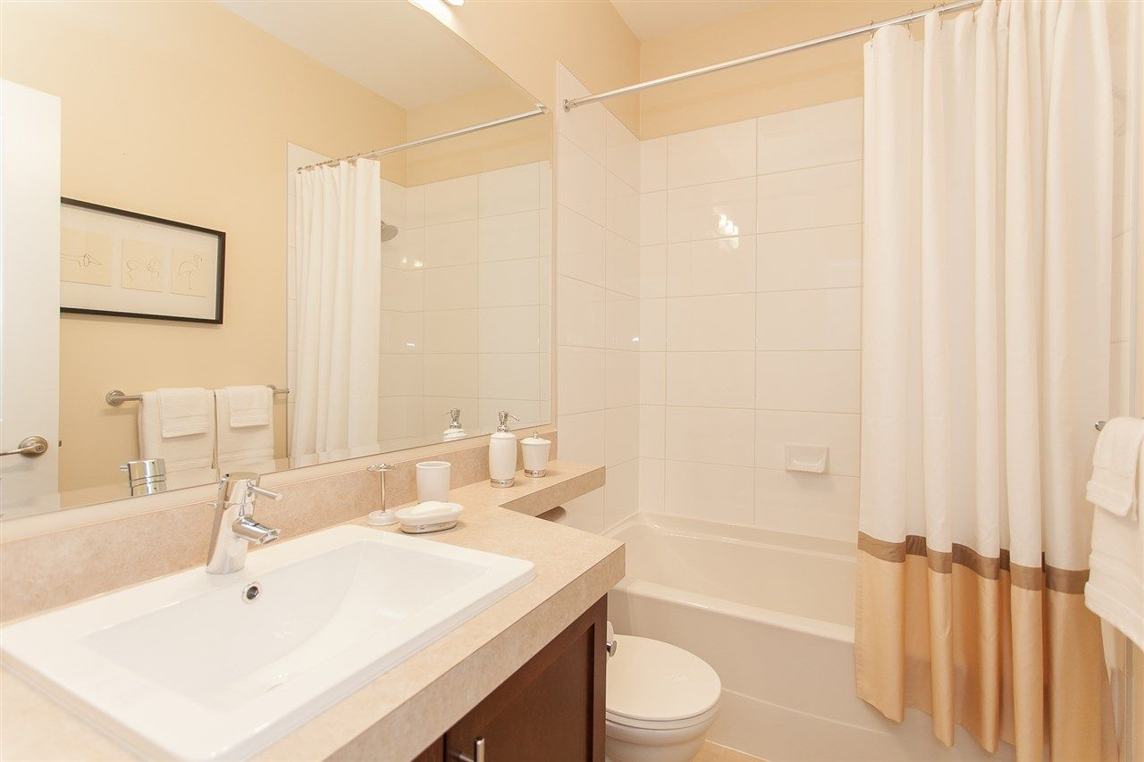 "Photo 13: Photos: 15 9525 204 Street in Langley: Walnut Grove Townhouse for sale in ""The Time"" : MLS® # R2217984"