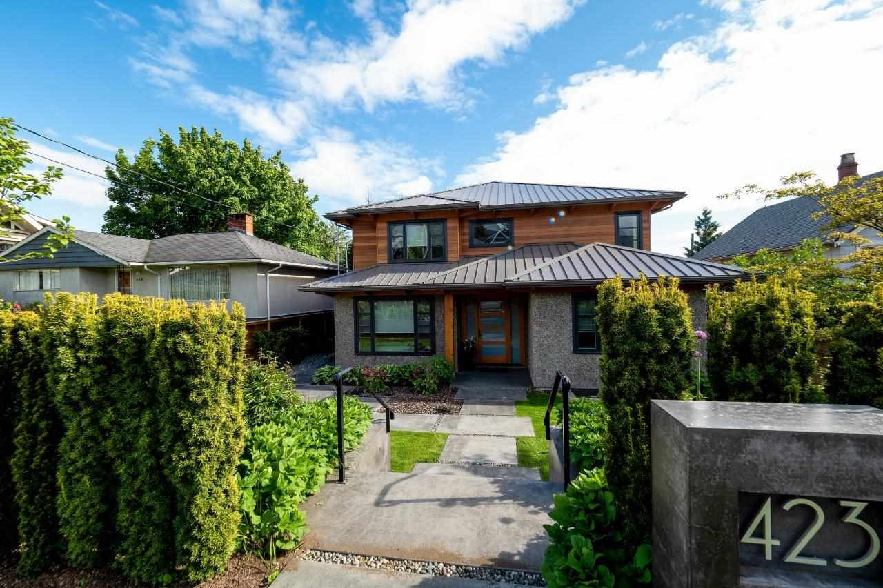 Main Photo: 423 E 14TH Street in North Vancouver: Central Lonsdale House for sale : MLS®# R2268589