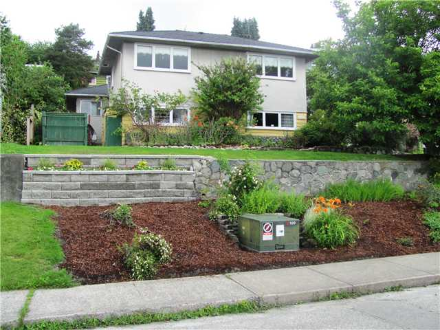 FEATURED LISTING: 147 7TH Avenue East New Westminster