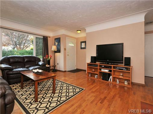 Main Photo: 1248 Reynolds Road in VICTORIA: SE Maplewood Single Family Detached for sale (Saanich East)  : MLS(r) # 344292