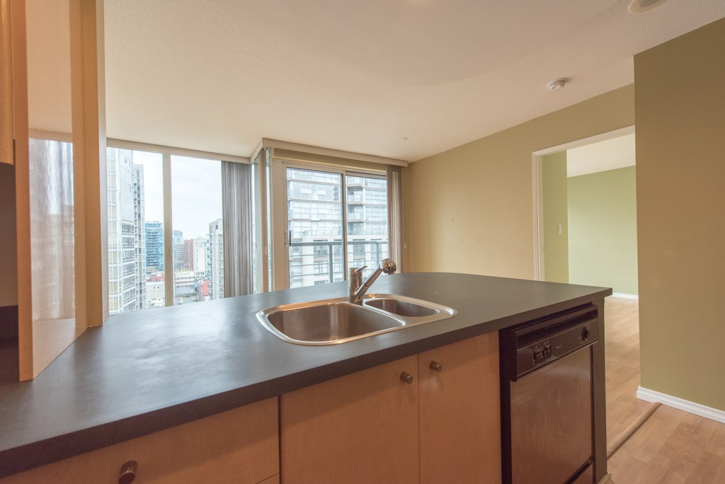 "Photo 7: 2203 1008 CAMBIE Street in Vancouver: Yaletown Condo for sale in ""WATERWORKS"" (Vancouver West)  : MLS(r) # R2054315"