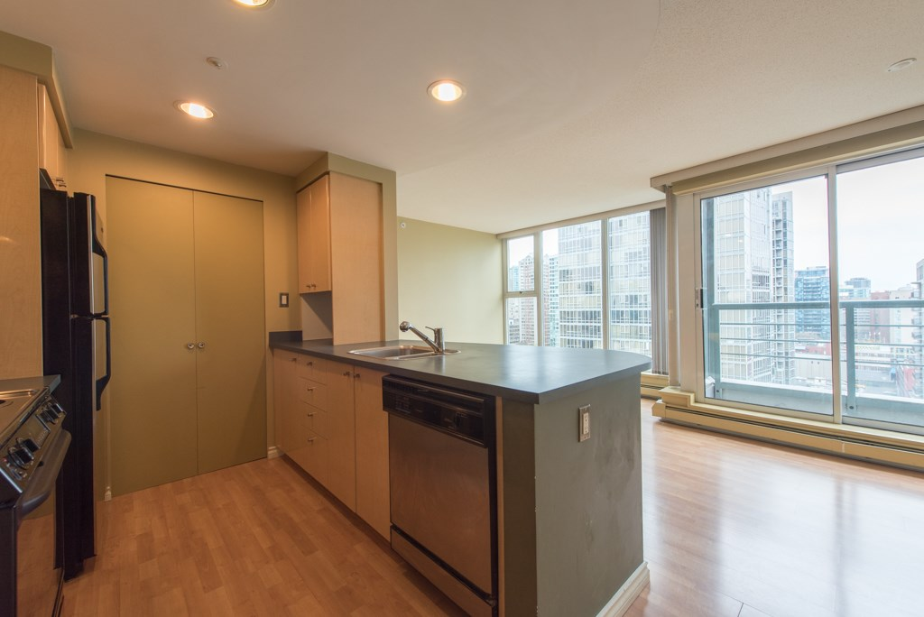 "Photo 4: 2203 1008 CAMBIE Street in Vancouver: Yaletown Condo for sale in ""WATERWORKS"" (Vancouver West)  : MLS(r) # R2054315"
