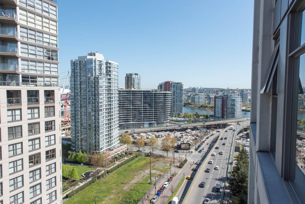 "Photo 11: 2203 1008 CAMBIE Street in Vancouver: Yaletown Condo for sale in ""WATERWORKS"" (Vancouver West)  : MLS(r) # R2054315"