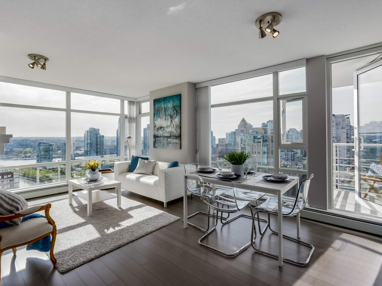"Main Photo: 2906 1199 MARINASIDE Crescent in Vancouver: Yaletown Condo for sale in ""Aquarius One"" (Vancouver West)  : MLS® # R2061056"