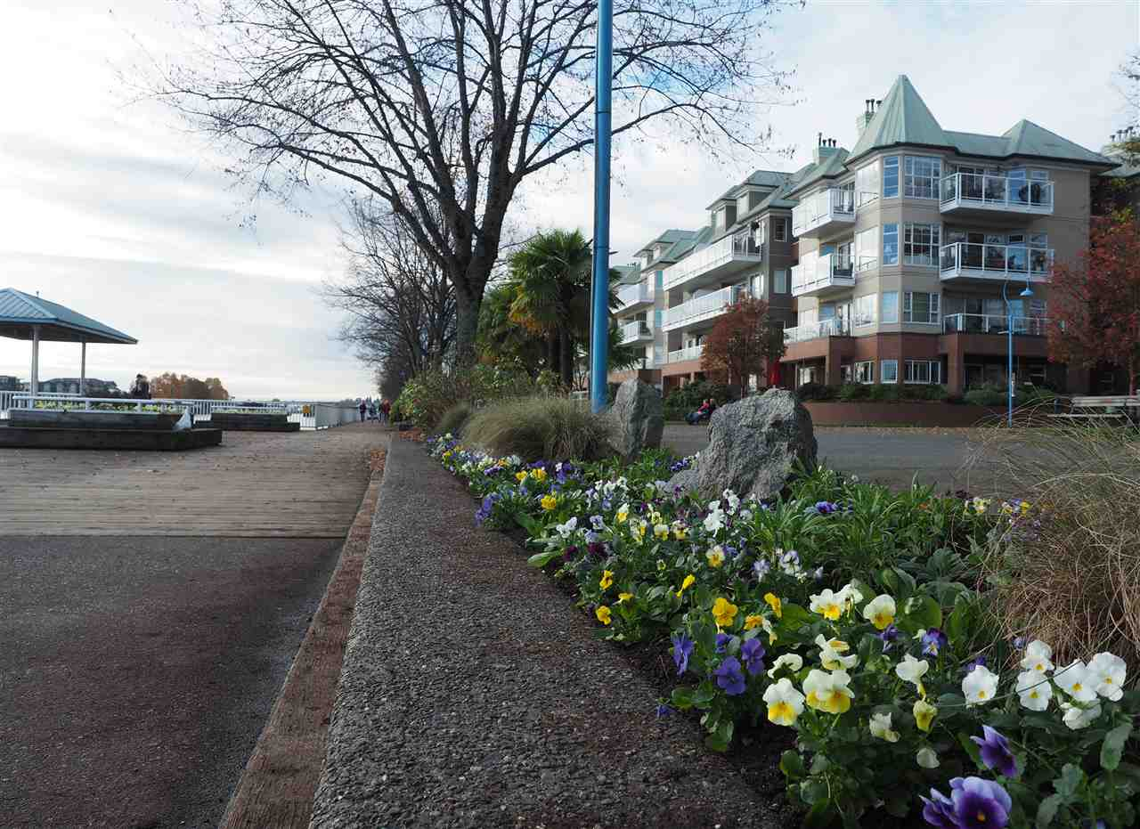 "Main Photo: 410 12 K DE K Court in New Westminster: Quay Condo for sale in ""DOCKSIDE"" : MLS® # R2120816"