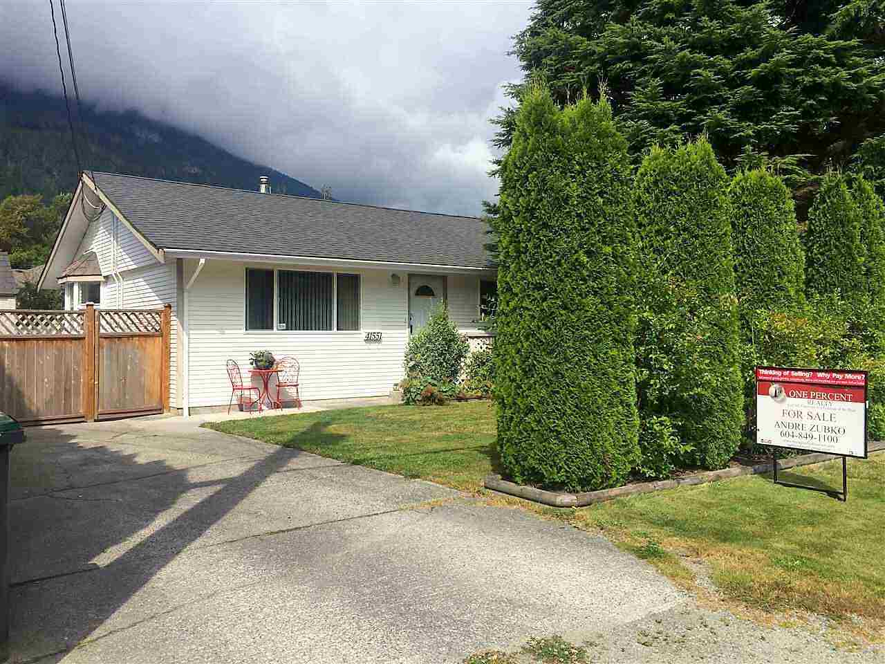 Main Photo: 41551 BRENNAN Road in Squamish: Brackendale House 1/2 Duplex for sale : MLS® # R2137198
