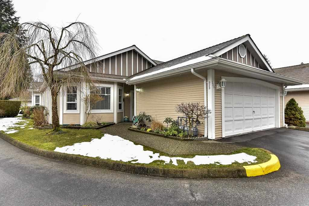 "Main Photo: 323 20655 88 Avenue in Langley: Walnut Grove Townhouse for sale in ""TWIN LAKES"" : MLS®# R2144176"