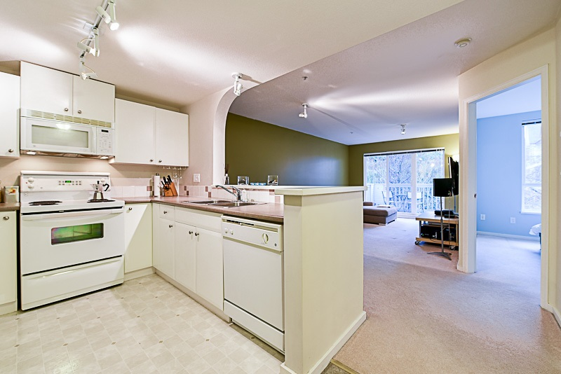 "Photo 5: 307 6833 VILLAGE GREEN in Burnaby: Highgate Condo for sale in ""CARMEL"" (Burnaby South)  : MLS(r) # R2146245"