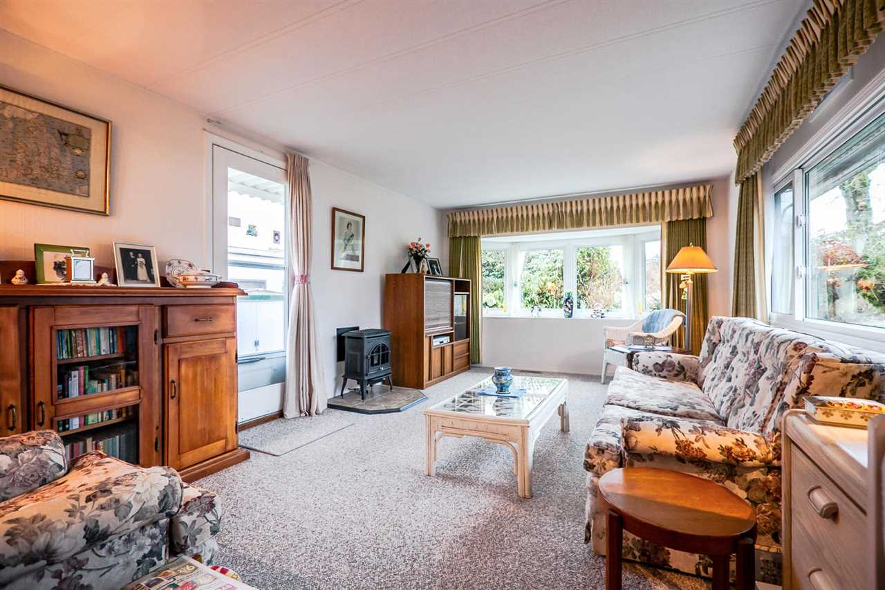 "Photo 4: 2176 CUMBRIA Drive in Surrey: King George Corridor Manufactured Home for sale in ""Cranley Place"" (South Surrey White Rock)  : MLS® # R2150263"