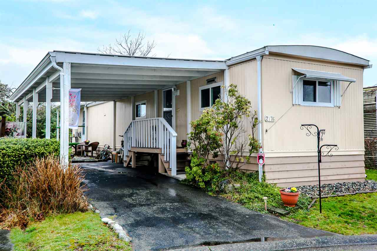 "Main Photo: 2176 CUMBRIA Drive in Surrey: King George Corridor Manufactured Home for sale in ""Cranley Place"" (South Surrey White Rock)  : MLS®# R2150263"