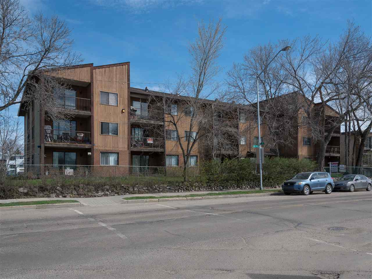Main Photo: 207 8814 95 Avenue NW in Edmonton: Zone 18 Condo for sale : MLS(r) # E4063948
