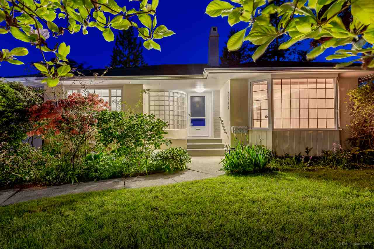 "Main Photo: 3593 EDGEMONT Boulevard in North Vancouver: Edgemont House for sale in ""EDGEMONT VILLAGE"" : MLS®# R2169181"