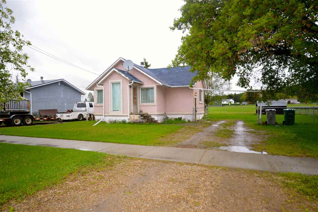 Main Photo: 4712 52 Avenue: Rural Parkland County House for sale : MLS® # E4065620