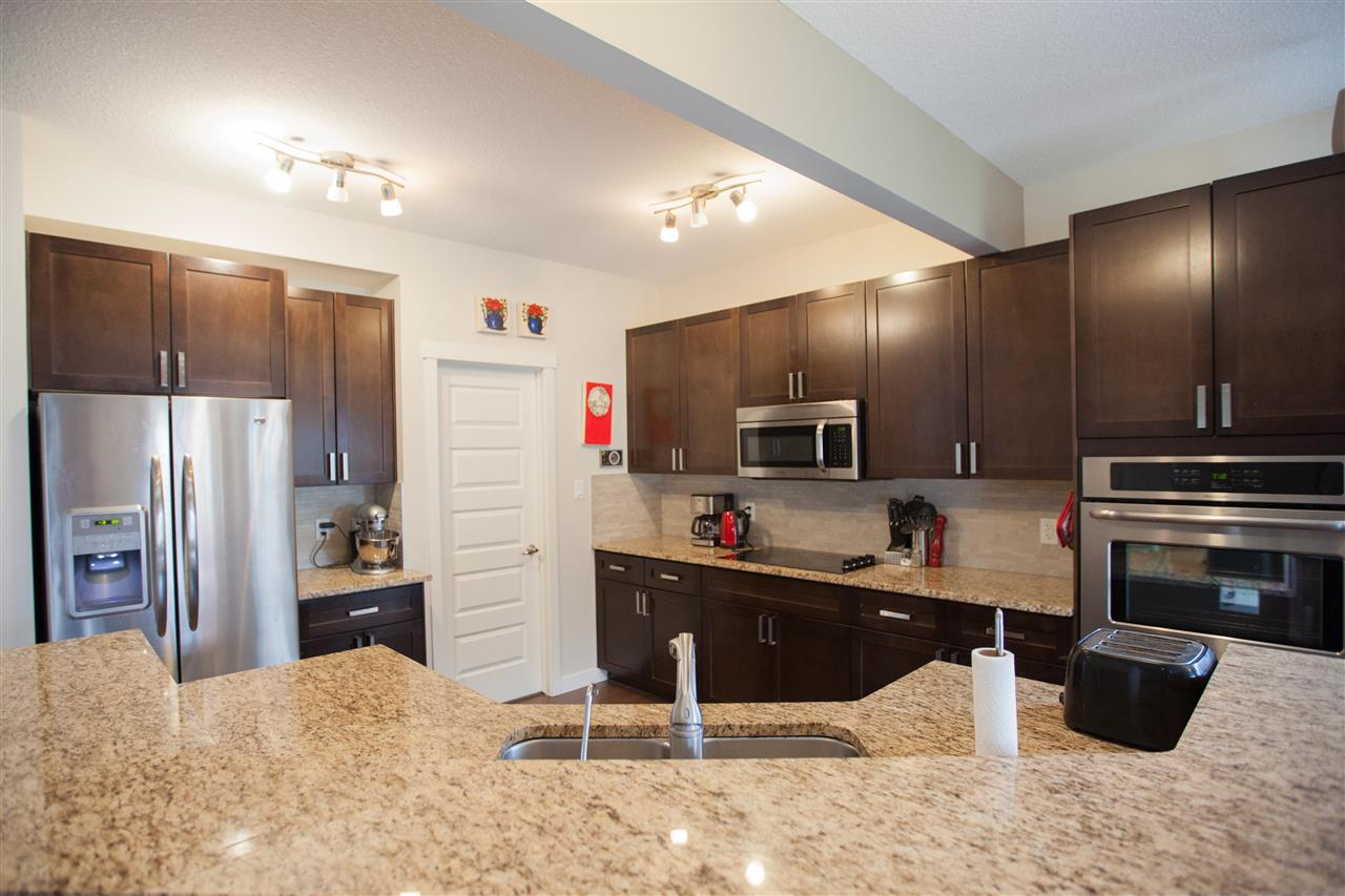 Photo 3: 2509 Sparrow Court in Edmonton: Zone 59 House for sale : MLS(r) # E4067493