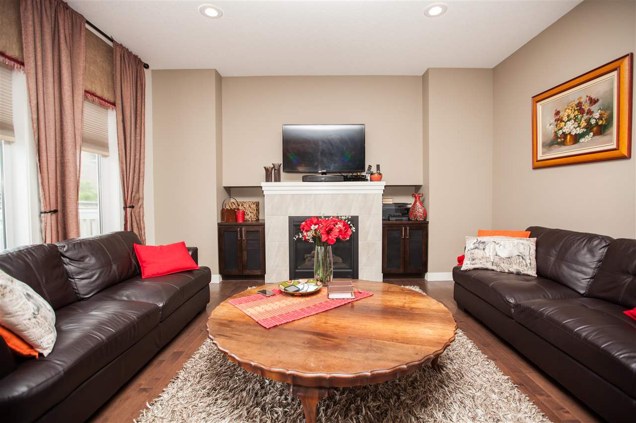 Photo 2: 2509 Sparrow Court in Edmonton: Zone 59 House for sale : MLS(r) # E4067493